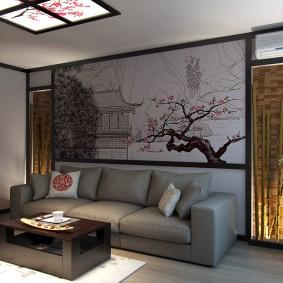 Серый диван в небольшой гостиной