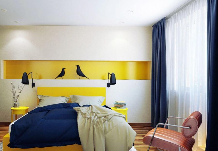 Сине-желтые акценты в спальной комнате