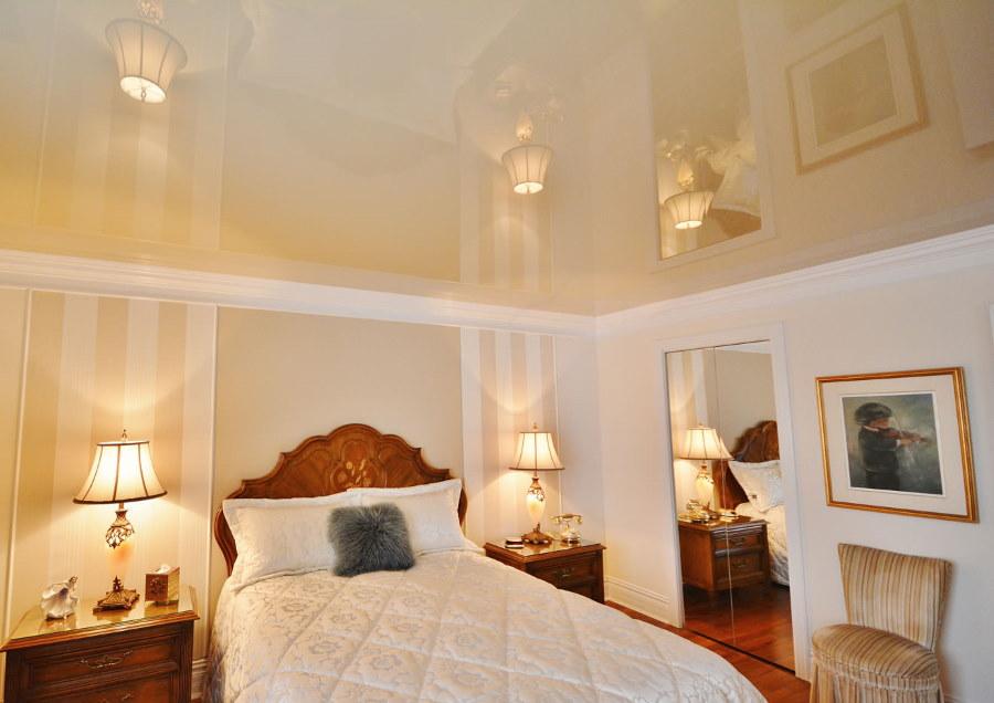 Натяжное полотно в спальне с низким потолком