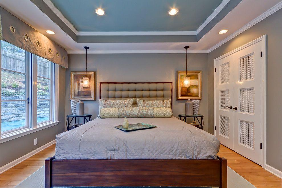 Оформление спальни с голубым потолком