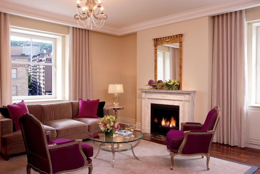 гостиная с двумя окнами дизайн фото