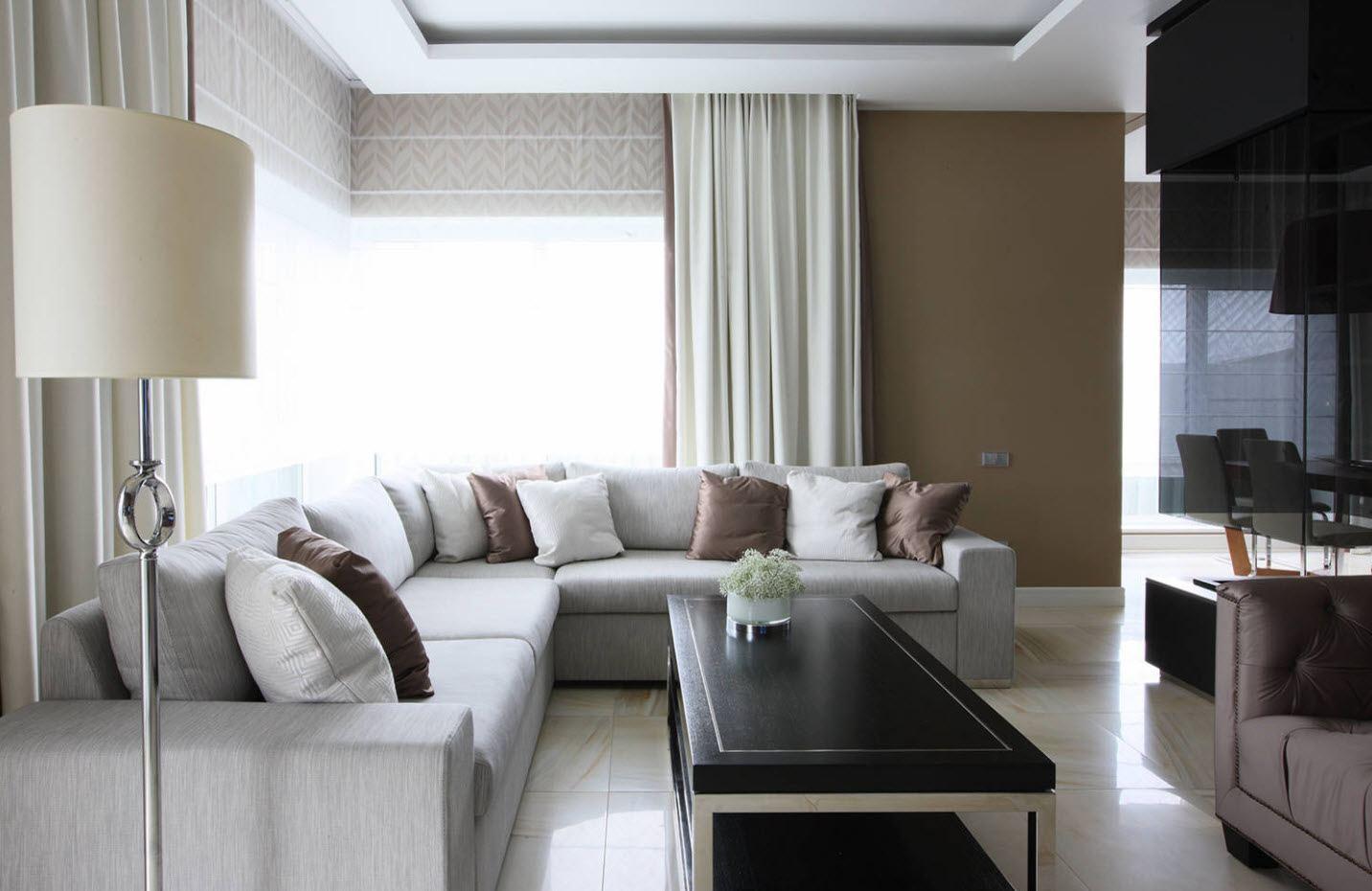 гостиная с двумя окнами идеи интерьера