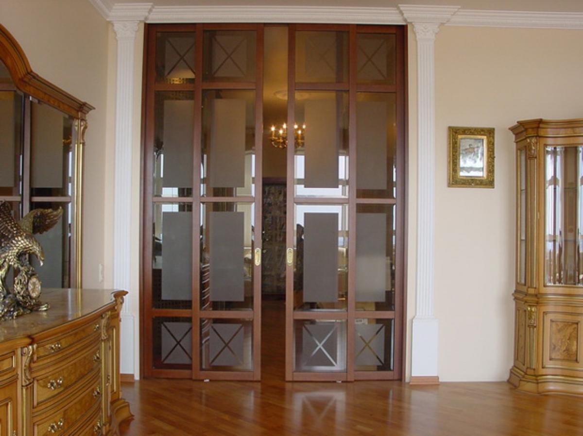 как выбрать двери в зал