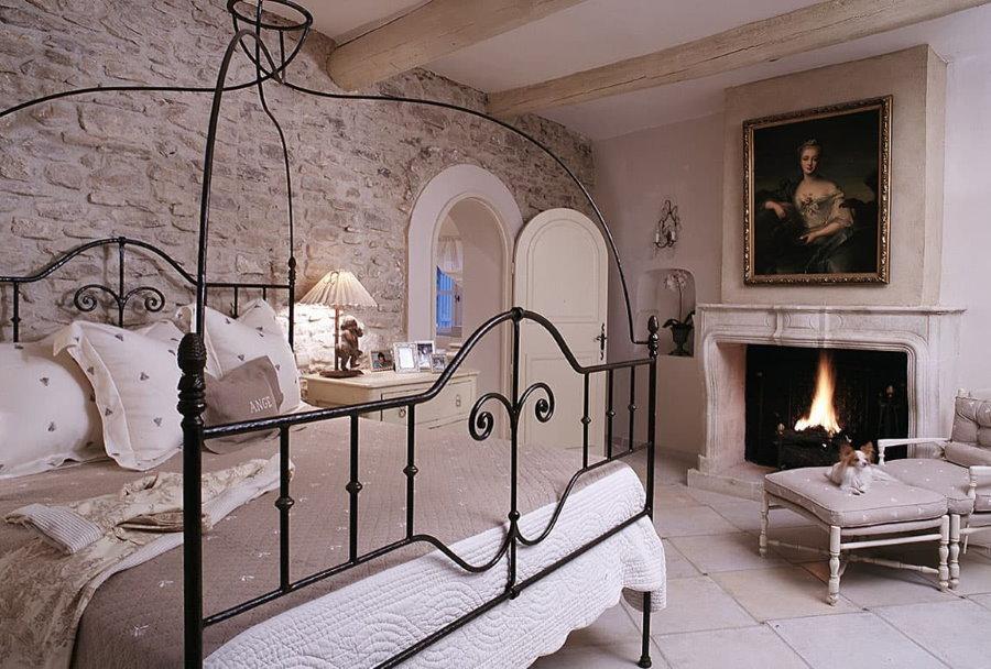 Кованная кровать в стиле прованса