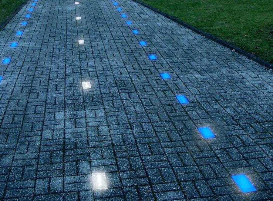 Декоративная подсветка дорожка светящимися камнями