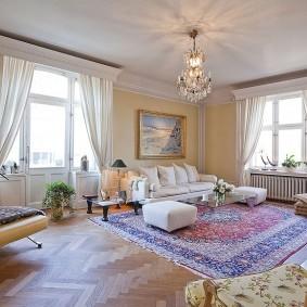 комната с двумя окнами на разных стенах идеи оформления