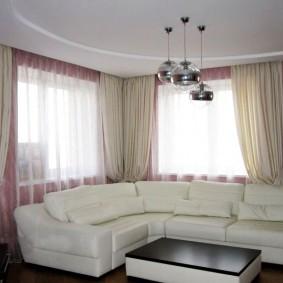 комната с двумя окнами на разных стенах виды оформления