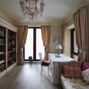 комната с двумя окнами на разных стенах фото