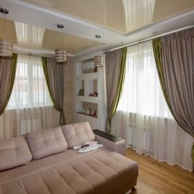 комната с двумя окнами на разных стенах дизайн фото