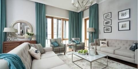 комната с двумя окнами на разных стенах дизайн идеи