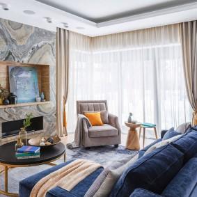комната с двумя окнами на разных стенах идеи дизайна