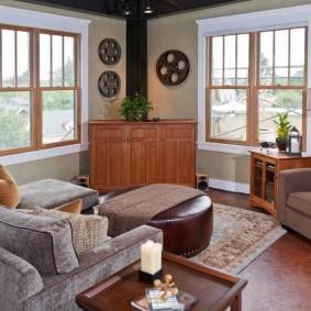 комната с двумя окнами на разных стенах фото интерьера