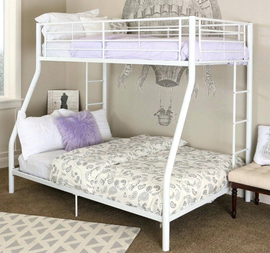 Белая кровать-чердак в стиле прованса