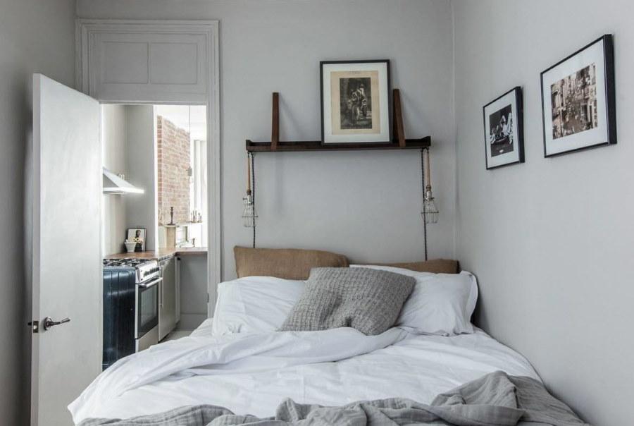 Крашенные стены в маленькой комнате