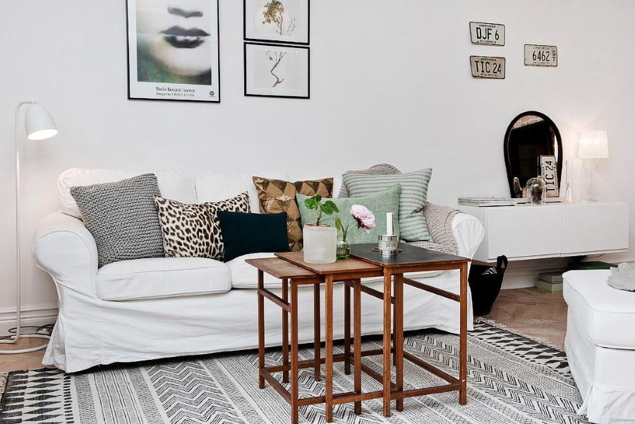 Журнальный столик из реек в красивой комнате
