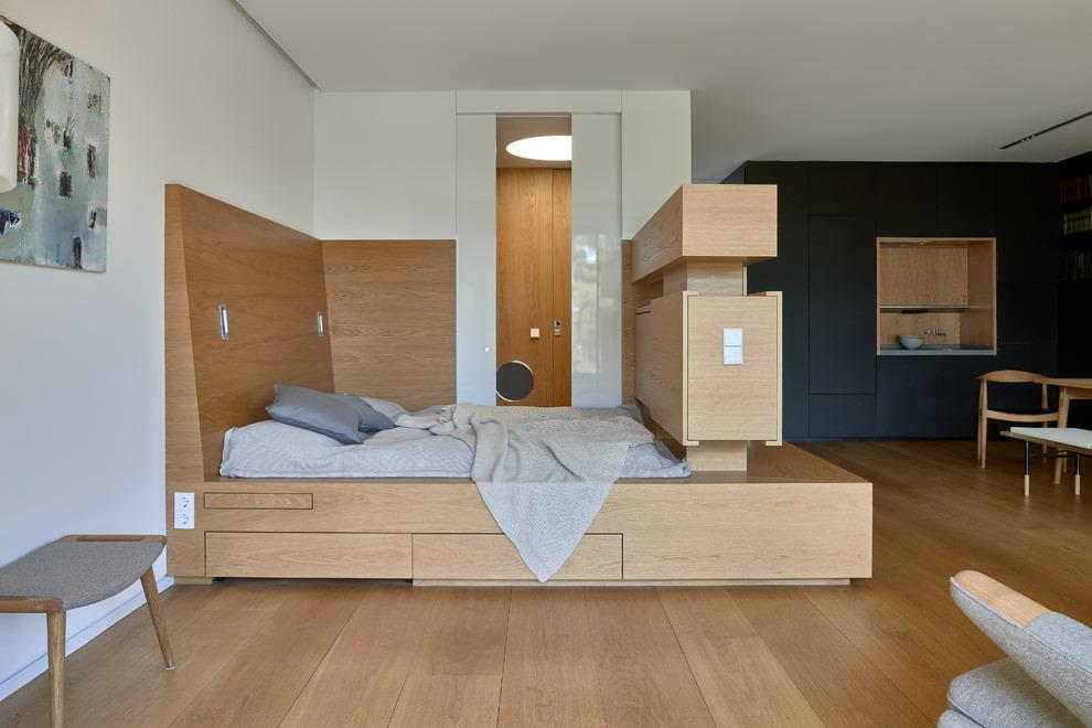 Кровать на подиуме из листового материала