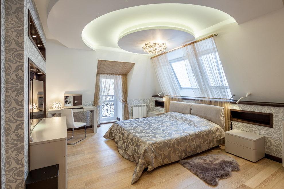 Круг из гипсокартона на потолке спальни