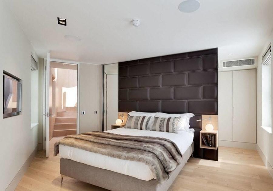 Яркий свет в спальне стиля хай-тек