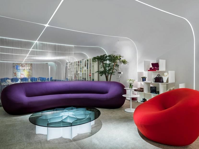Оригинальный диван в гостиной стиля авангард