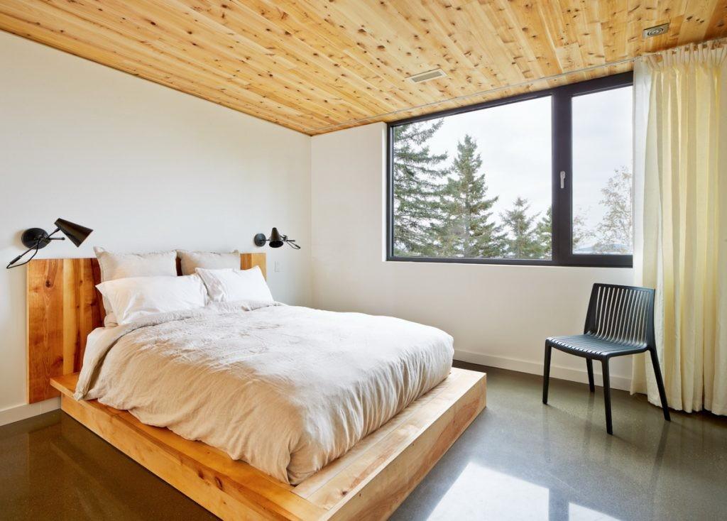 Дизайн спальни в стиле минимализма в деревянном доме