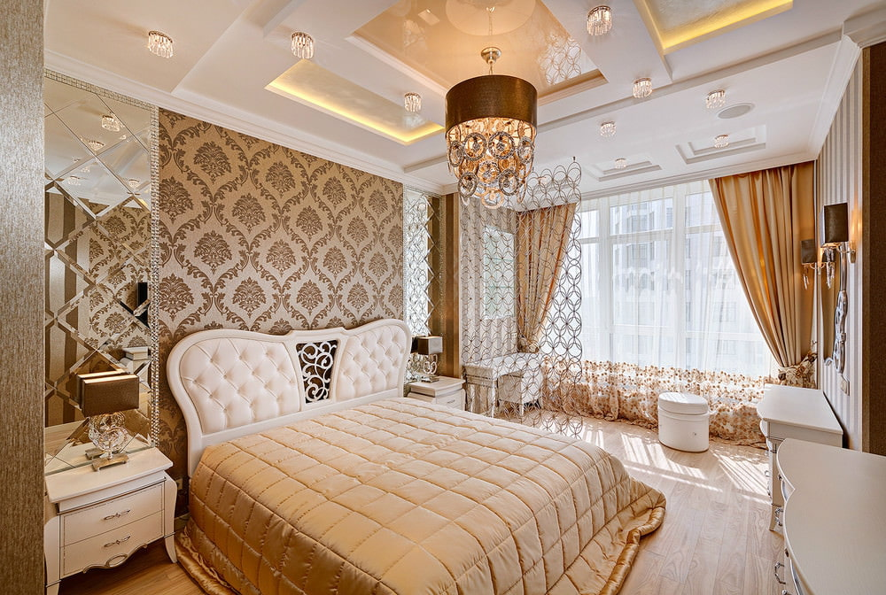 Красивая спальня с многоуровневым потолком