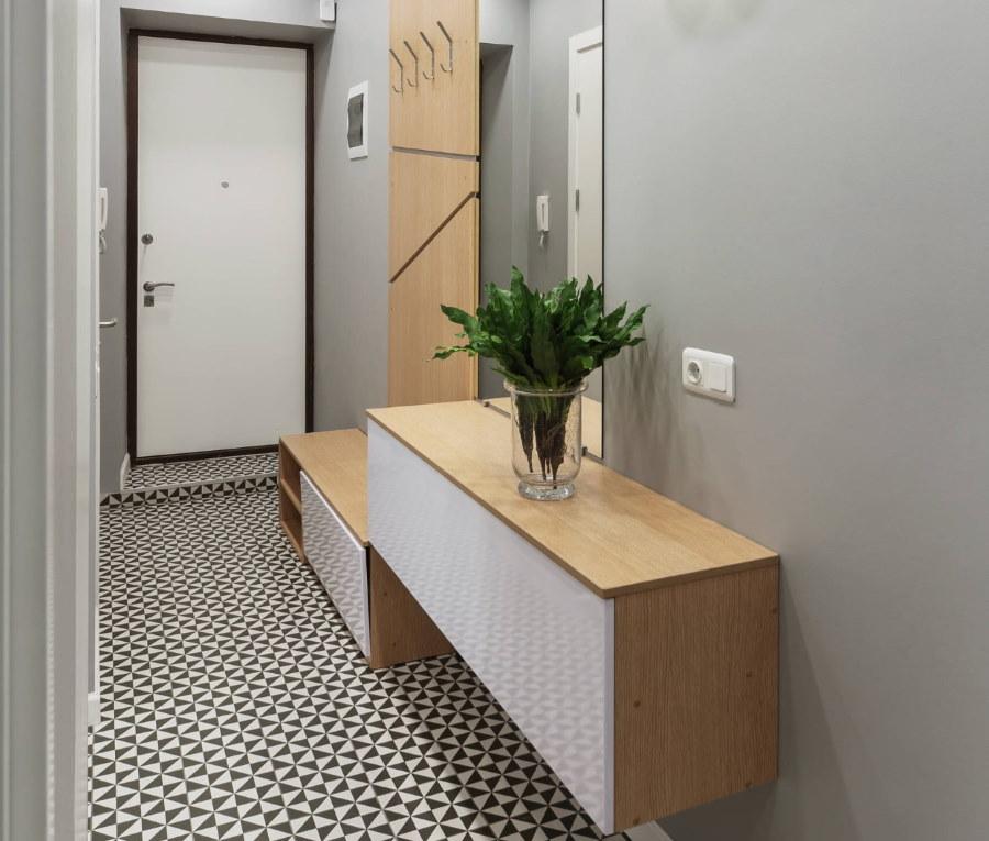 Модульная мебель в интерьере узкой прихожей