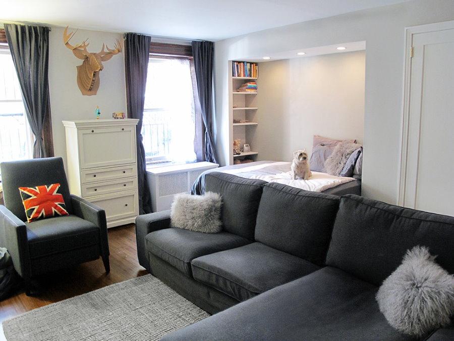 Ниша с кроватью в интерьере гостиной
