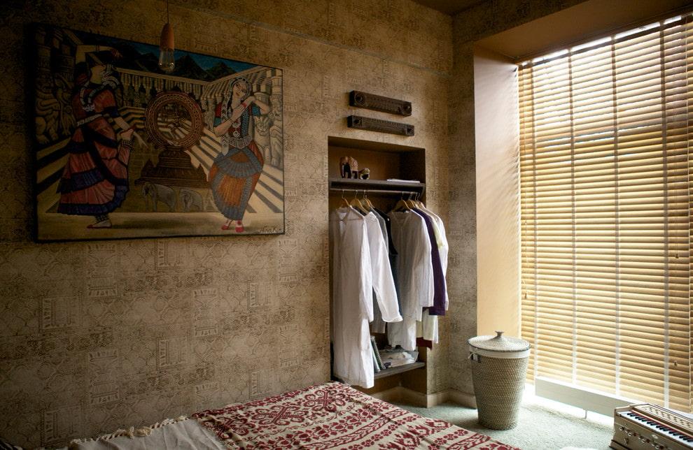 Ниша-шкаф в интерьере спальной комнаты
