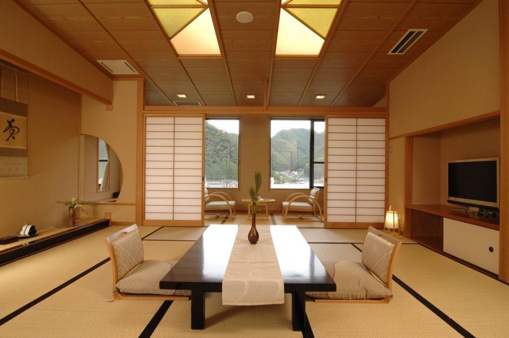 Меблировка зала частного дома в японском стиле