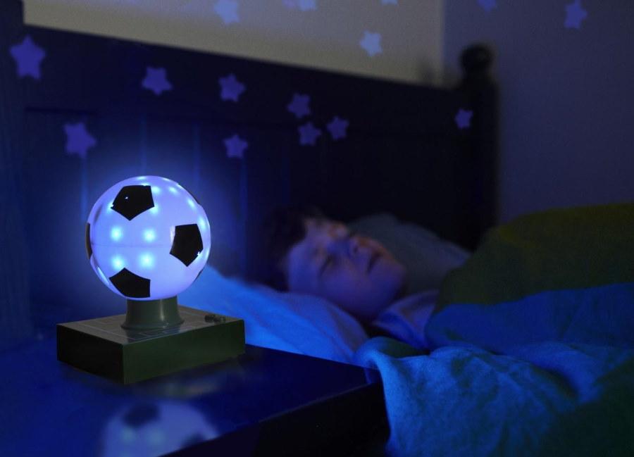 Ночник в комнате мальчика школьного возраста