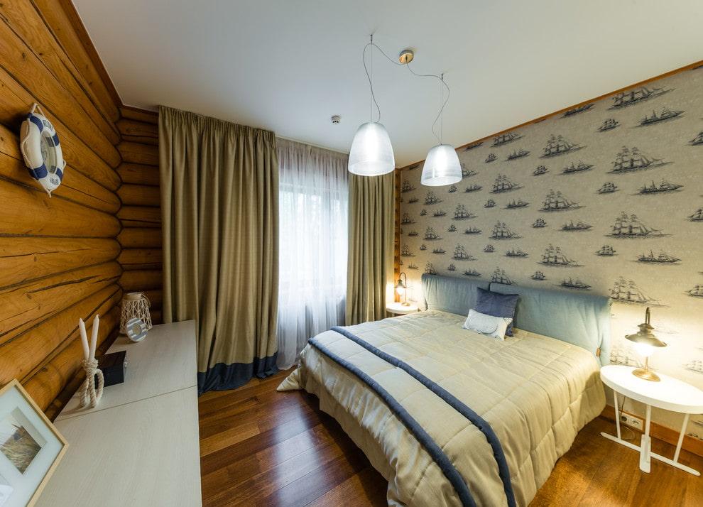 Бумажные обои в интерьере спальни деревянного дома