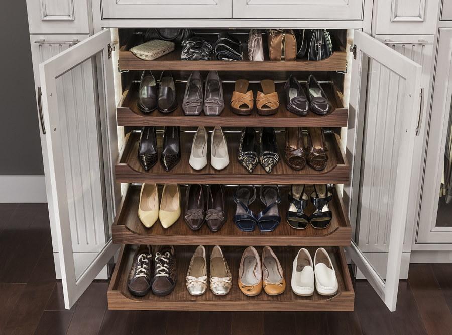 Хранение обуви в гардеробной в прихожей