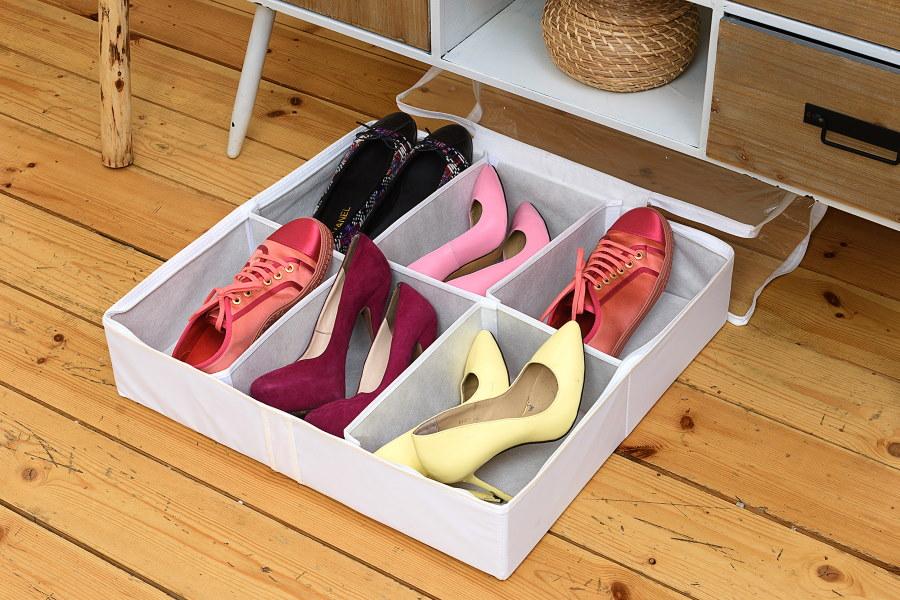 Женские туфли в коробке с отделениями