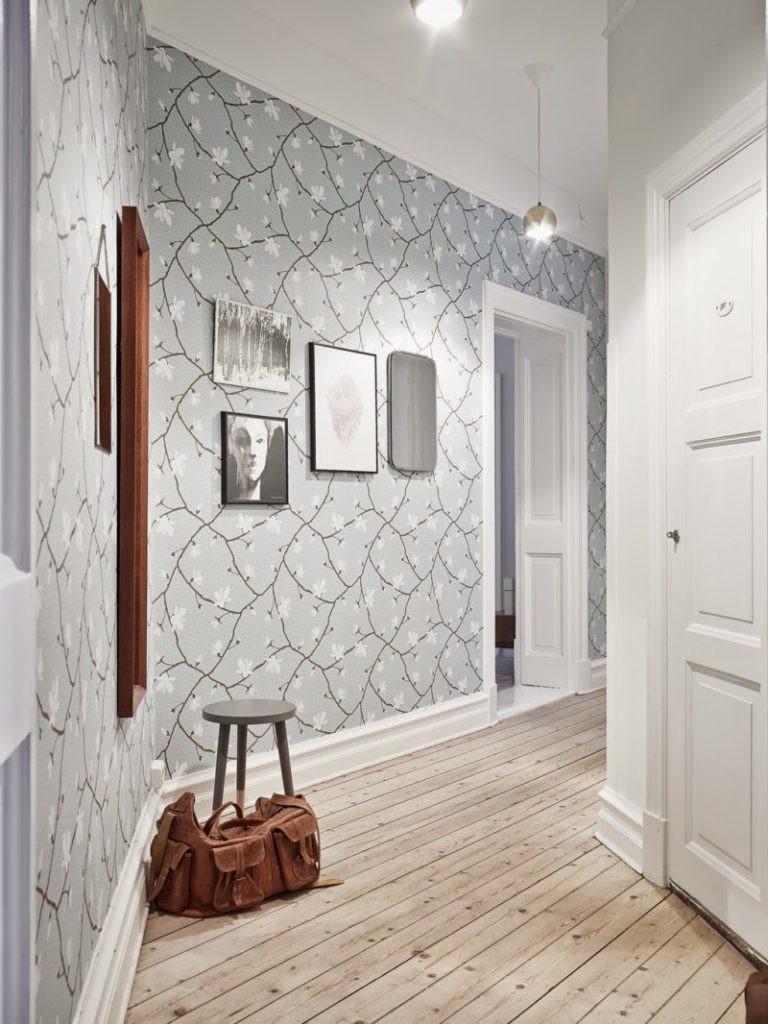 Пастельные обои в изогнутом коридоре
