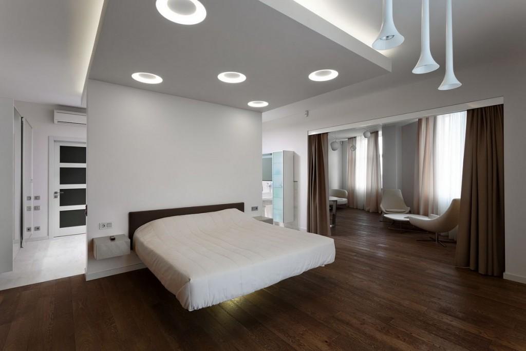 Стильный потолок в современной спальне