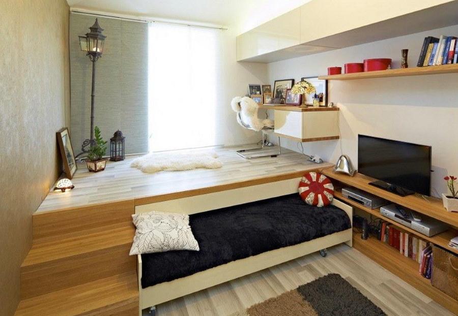 Выкатная кровать в деревянном подиуме в детской
