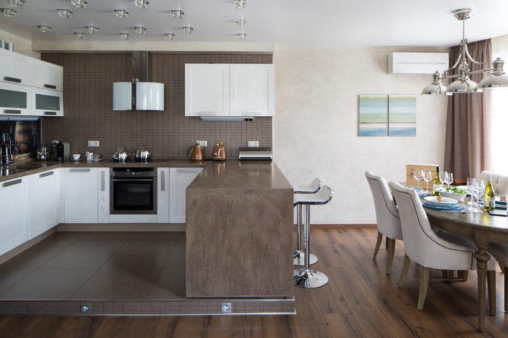 подиум в квартире на кухне