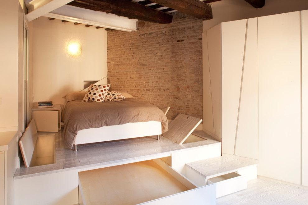 подиум в квартире в спальне