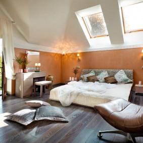 покраска стен в интерьере спальной комнаты