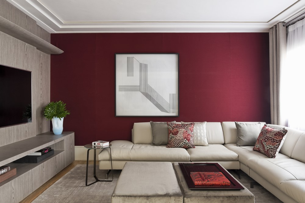 покраска стен в квартире бордовой краской