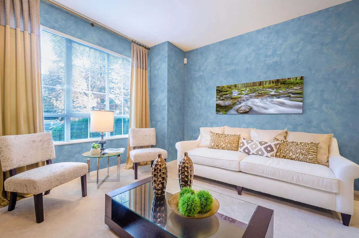 покраска стен в квартире текстурной краской