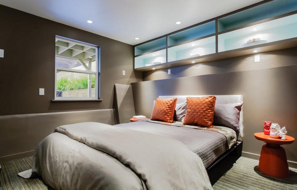 Подвесные полки с подсветкой изголовья кровати