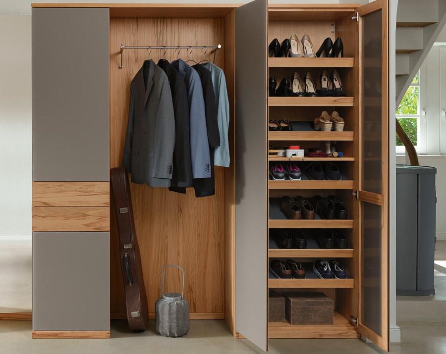 Наполнение гардероба в прихожей комнате