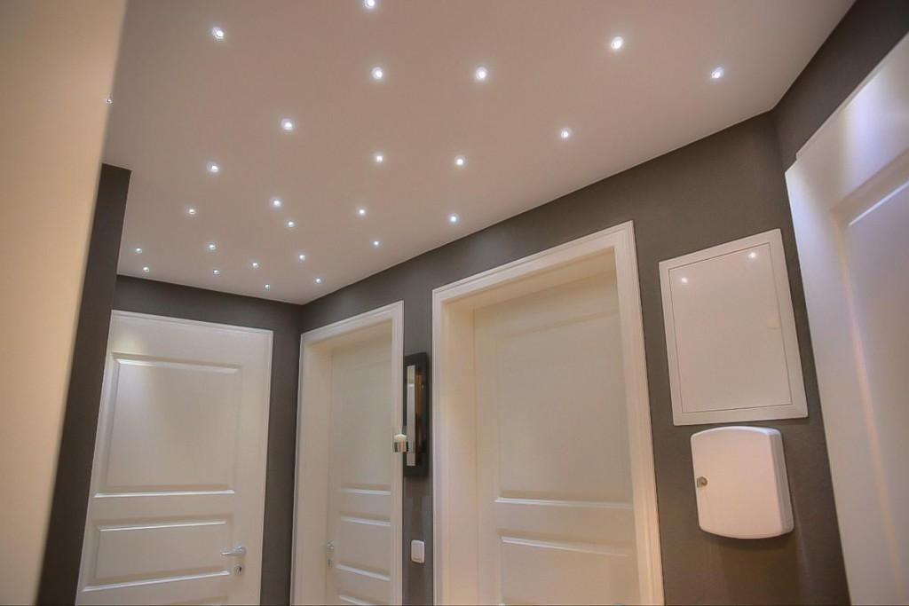 Натяжной потолок звездное небо в коридоре