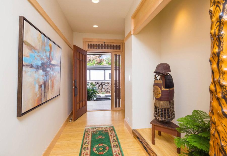 Просторная прихожая комната в японском стиле