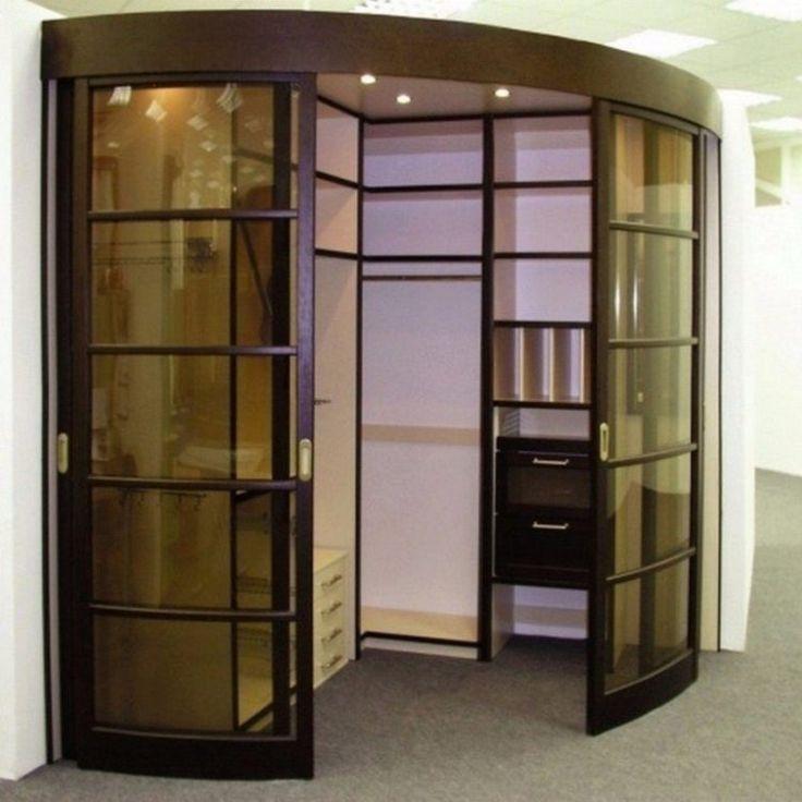 Радиусная гардеробная с раздвижными дверками