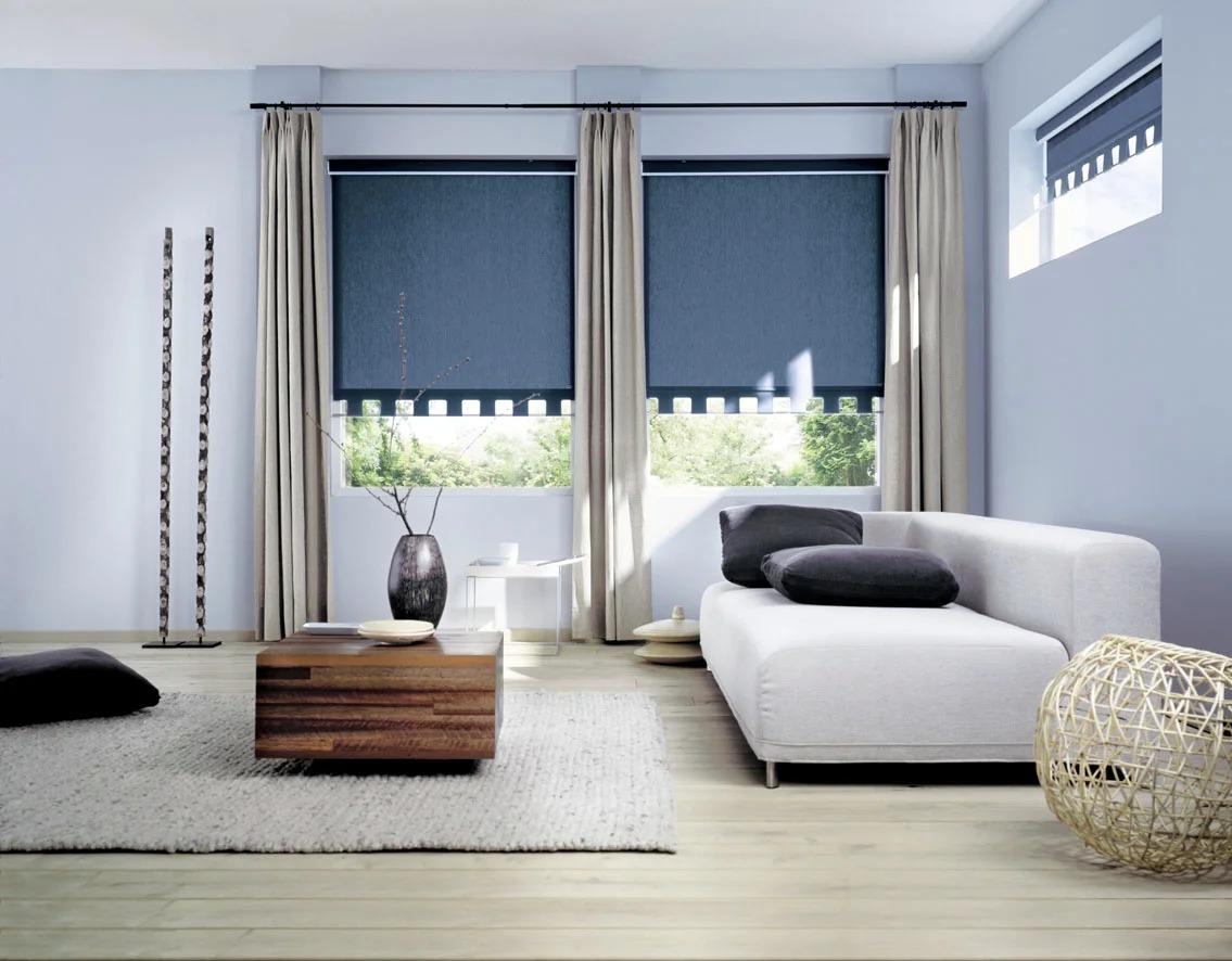 рулонные шторы и портьеры в современной гостиной