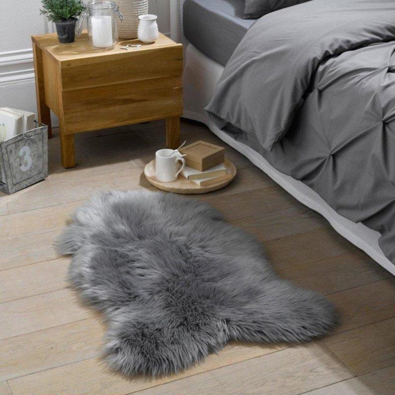 Теплый коврик серого цвета