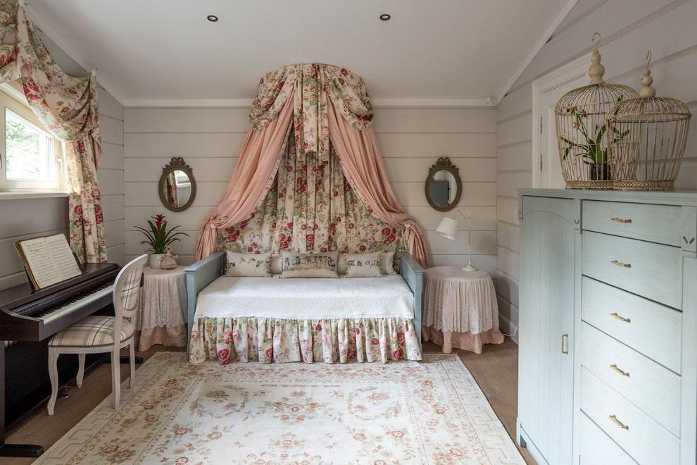 Красивая детская спальня в стиле шебби-шик