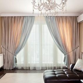 шторы в интерьере зала современный стиль